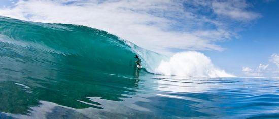perfect wave barrel shallow reef