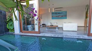 Surf Camp Bali Deluxe pool couch chill