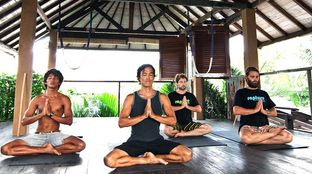 Surf Camp Padang yoga relax meditate